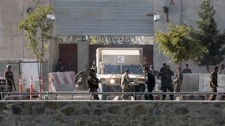 Les autorités afghanes inspectant le site des premières explosions, dans l'après-midi du 5 septembre.