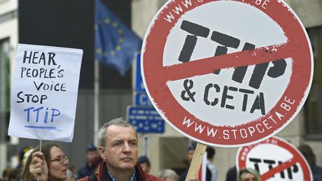 Les militants contre le projet du TTIP à Bruxelles, juillet 2016.