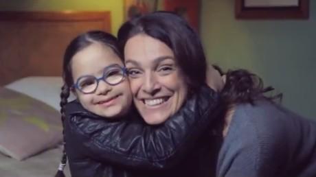 Une mère et sa fille atteinte de trisomie