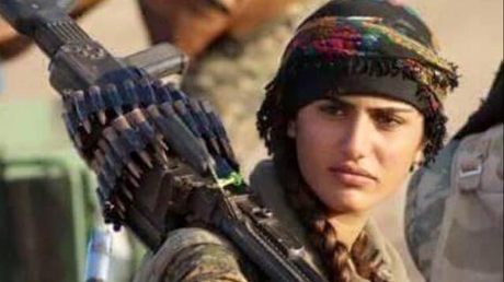 Une soldate kurde ressemblant à Angelina Jolie meurt en combattant Daesh