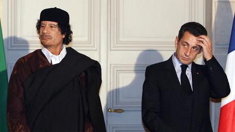 Nicolas Sarkozy reçoit Mouammar Kadhafi  à L'Elysée en décembre 2007
