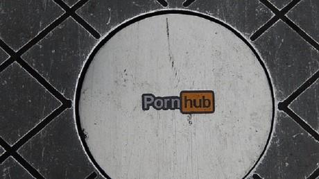 Entre rires et larmes : la Russie interdit l'accès aux sites pornographiques Pornhub et Youporn