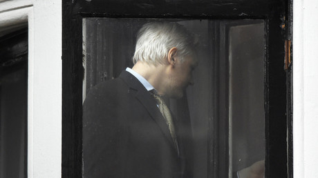 Julian Assange rentre dans l'ambassade de l'Equateur