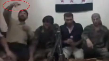 Des rebelles syriens prennent un selfie et déclenchent une explosion (VIDEO CHOC)