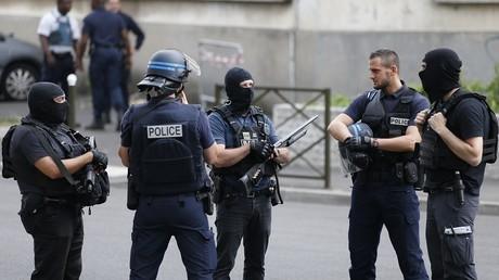 De vrais attentats sont régulièrement déjoués en France, où le climat est particulièrement tendu en raison de la menace terroriste constante