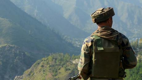 Un soldat indien près de la ligne de contrôle (LoC), dans le Cachemire.