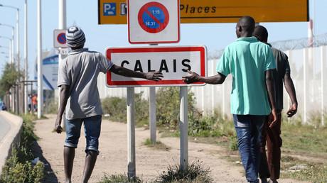 Des migrants dans la ville de Calais