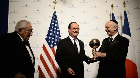 François Hollande reçoit le World Statesman Award du fondateur et président de la fondation Rabbi Arthur Schneier