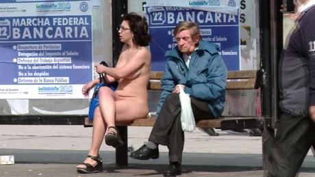 Les femmes argentines se promènent nues pour faire accepter le corps féminin (VIDEO EXPLICITE)