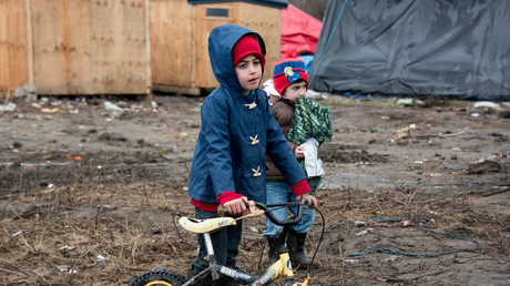 Des enfants dans la «Jungle» de Calais.