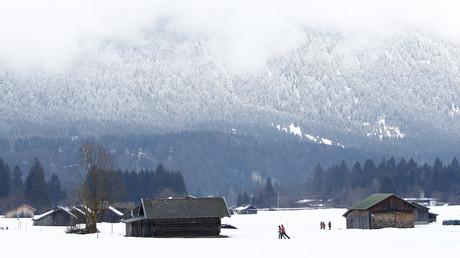 Alpes du sud : les habitants d'un village destiné à accueillir 100 migrants exigent un référendum