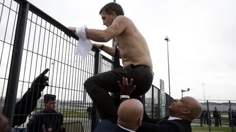 Bobigny : quinze salariés d'Air France jugés dans le procès de la «chemise arrachée»