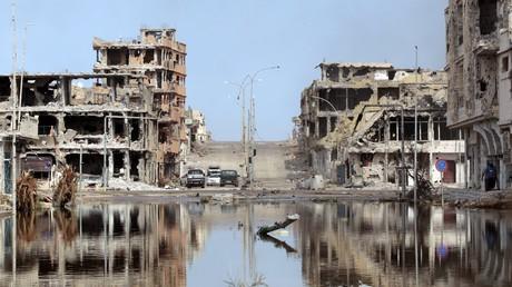 Des ruines dans la ville libyenne de Syrte, en Libye