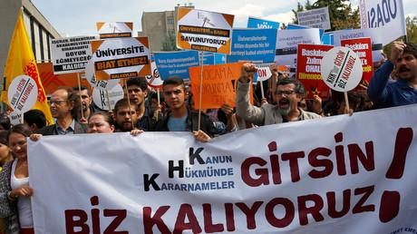 Des universitaires protestent contre l'arrestation de leur pairs en Turquie