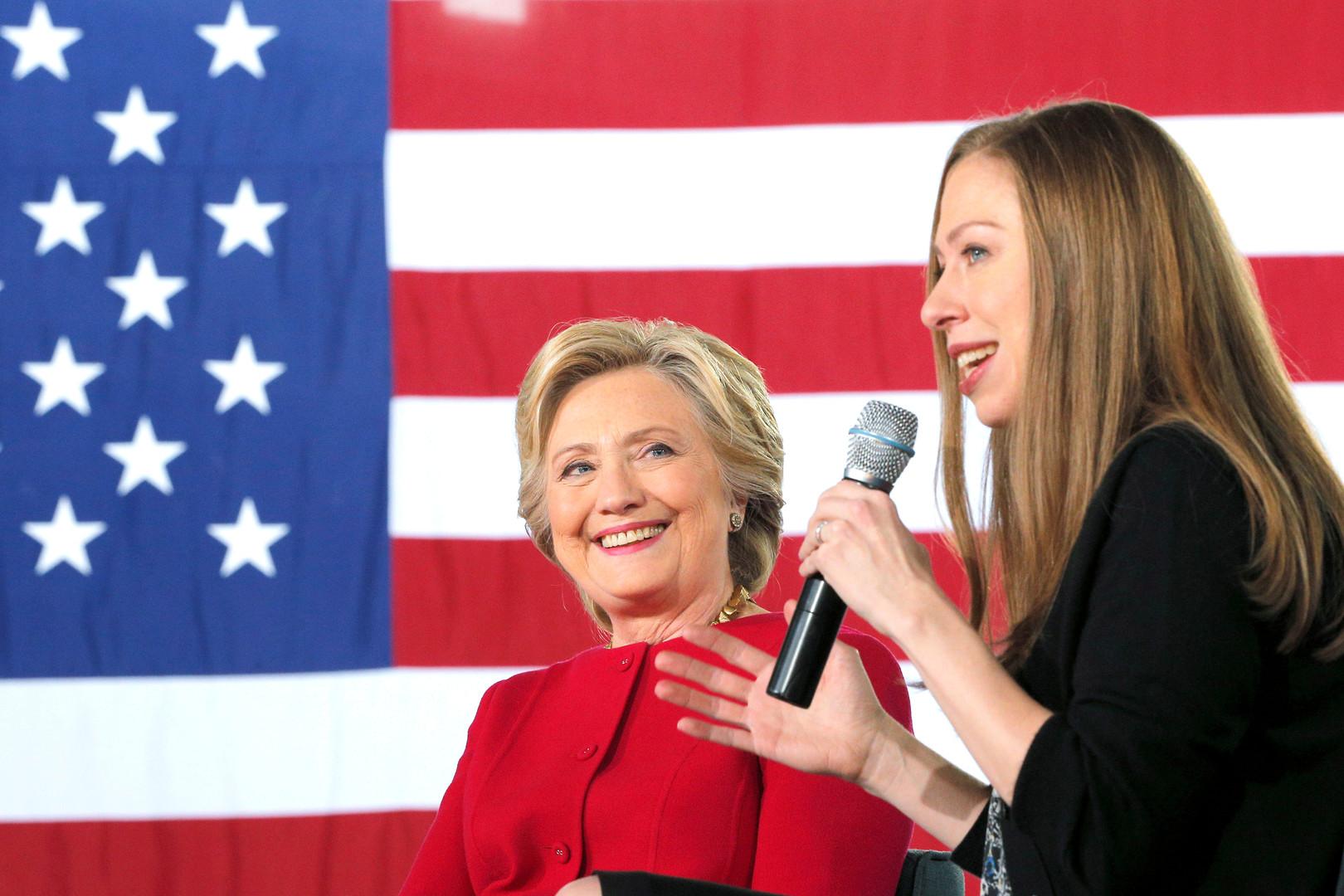Top 10 des révélations des emails de campagne d'Hillary Clinton