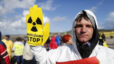 Nucléaire : plusieurs milliers de personnes manifestent contre l'EPR de Flamanville (PHOTOS, VIDEOS)