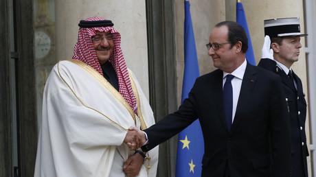 François Hollande accueille au Palais de l'Elysée le prince héritier et vice-Premier ministre d'Arabie saoudite Mohammed ben Nayef Al Saoud