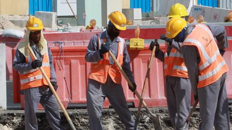 Des employés sur un site de construction à Doha, en novembre 2014.