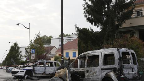 Viry-Chatillon après l'attaque contre les voitures policières, le 8 octobre 2016