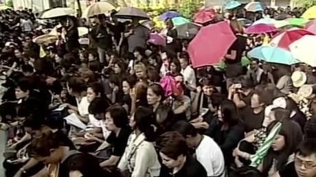 Les Thaïlandais rendent hommage au roi Bhumibol Adulyadej
