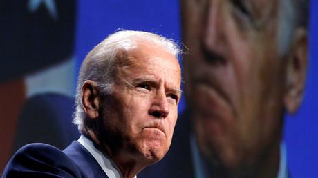 Le vice-président des Etats-Unis Joe Biden, essuie une