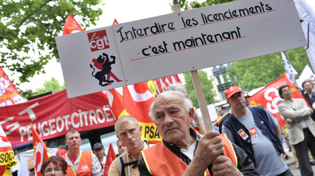 Photo d'une manifestation en juin 2012 contre les plans de licenciements du groupe PSA Peugeot Citroën.