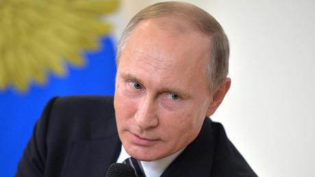 «J'ai peut-être dit quelque chose de mal ?», s'amuse Vladimir Poutine après une coupure de courant
