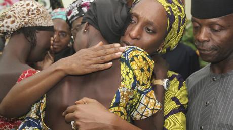 Nigeria : deux ans et demi après leur capture par Boko Haram, 21 lycéennes retrouvent leur famille