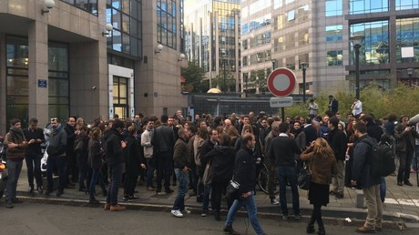 Les salariés d'iTELE se sont rassemblés devant les locaux de la chaîne durant la diffusion de l'émission de Jean-Marc Morandini
