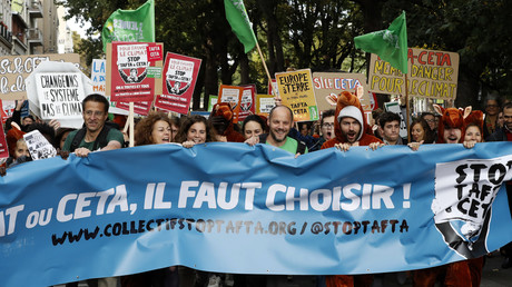 Une manifestation à Paris contre le Ceta le 15 octobre.