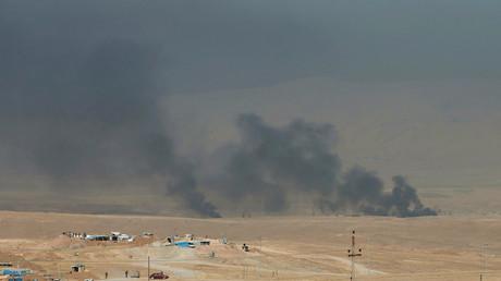 De la fumée s'élevant de l'est de Mossoul, le 17 octobre.