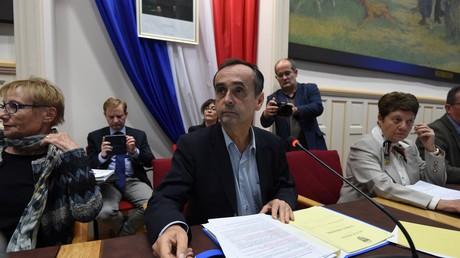 Béziers : la mairie adopte un projet de référendum sur l'accueil des migrants dans un climat tendu