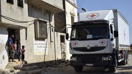 Un camion humanitaire de la Croix-Rouge près de Homs (Syrie) le 19 septembre 2016