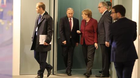 Vladimir Poutine a été accueilli par la chancelière allemande Angela Merkel pour ce nouveau sommet sur la situation en Ukraine