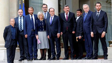 Malgré la polémique, François Hollande a reçu les casques blancs syriens à l'Elysée