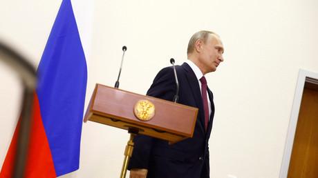 Le président russe Vladimir Poutine, lors d'une conférence de presse succédant au sommet diplomatique de Berlin du mercredi 19 octobre.