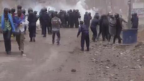 R.D. Congo : la police antiémeute bloque les manifestants en colère contre le report des élections