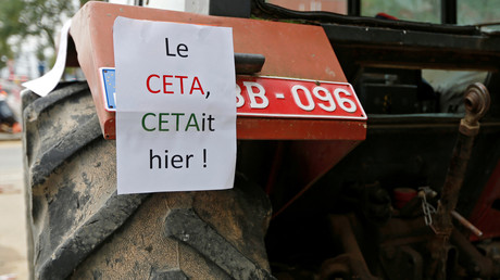 CETA : 8 000 manifestants à Amsterdam déclarent leur soutien à la Wallonie (IMAGES, VIDEO)