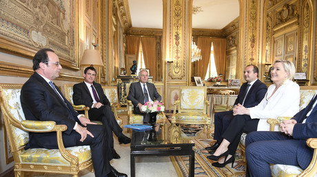 François Hollande et Marine Le Pen lors d'une rencontre à l'Elysée après le Brexit en juin 2016