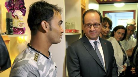 François Hollande dans le centre migratoire près de Tours