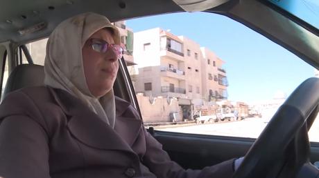 «Avant la guerre, Alep était comme Paris» : la seule femme-chauffeur de taxi se raconte à RT