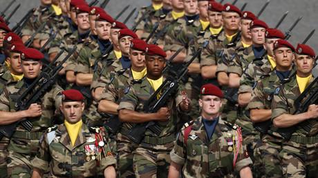 14 juillet 2016 : des militaires ayant participé à l'opération Sangaris lors du parade militaire aux Champs-Elysées.