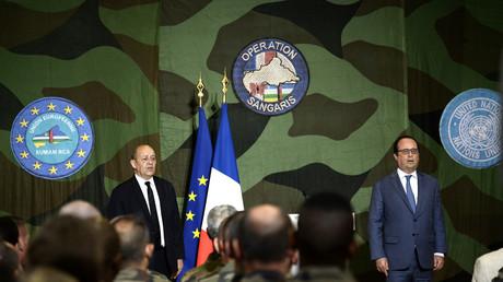 François Hollande à la base militaire Sangaris Mpoko à Bangui