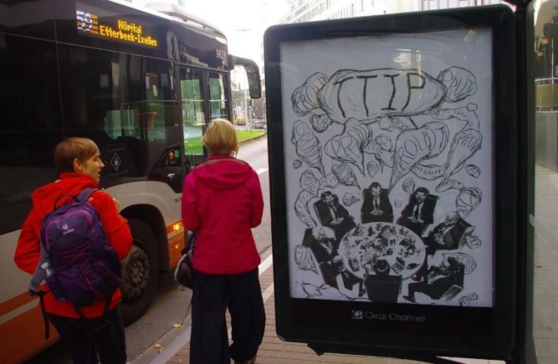 A Bruxelles, 80 affiches anti-TTIP et CETA remplacent des publicités traditionnelles (IMAGES)