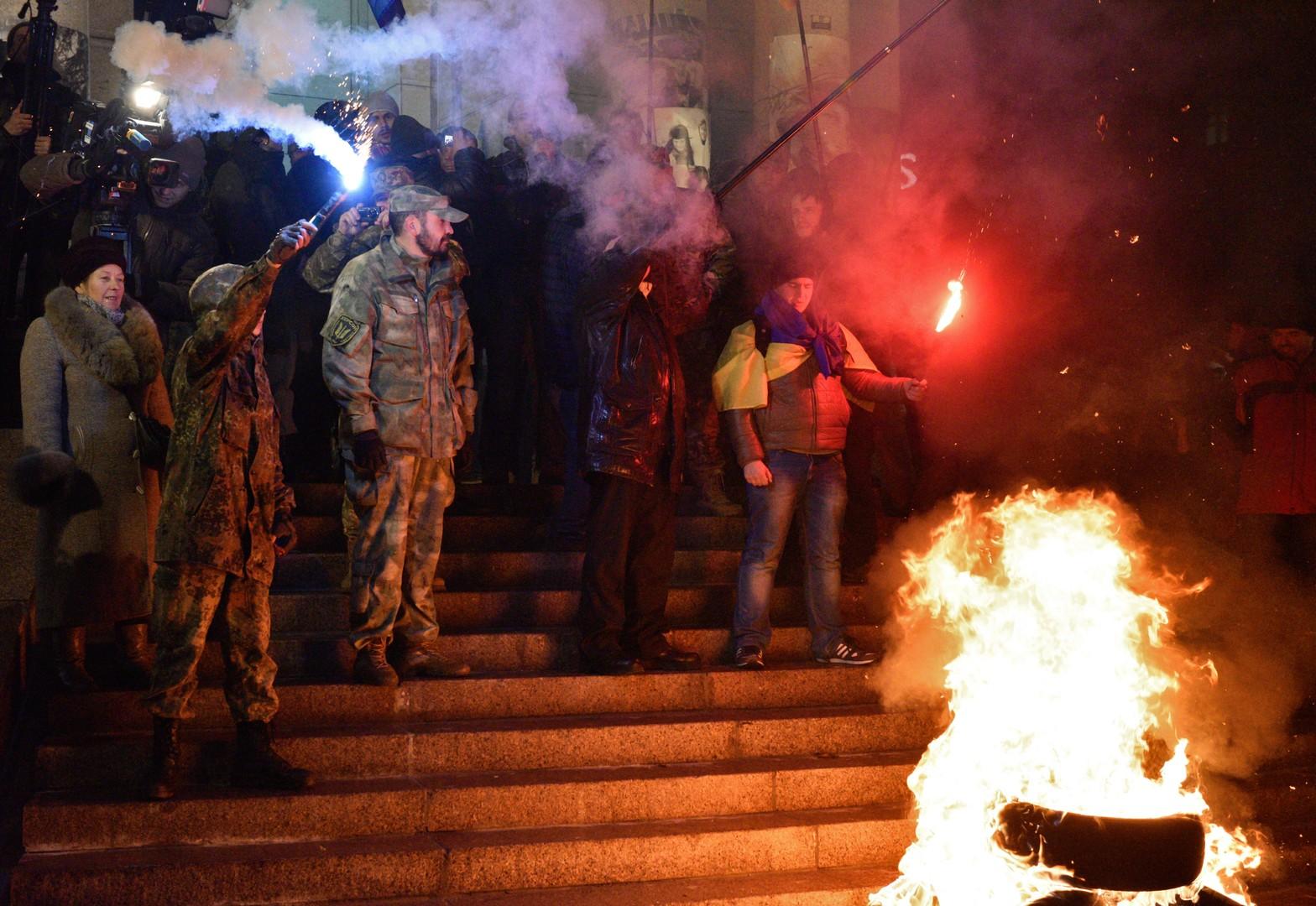 Pneus brûlés et vandalisme : comment Kiev a «célébré» le 3e anniversaire de Maïdan