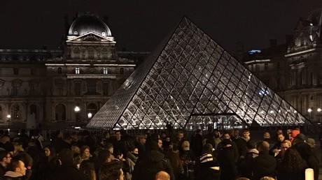 Paris : nouvelle mobilisation des policiers en colère (VIDEO, IMAGES)