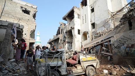 Une rue de Hodeidah (Yémen) après des frappes aériennes de la coalition dirigée par l'Arabie saoudite