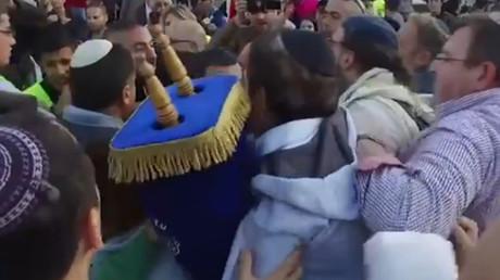 Jérusalem : échauffourées entre juifs orthodoxes et libéraux devant le Mur des Lamentations (VIDEO)
