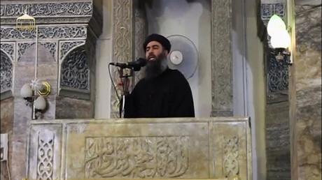 Le chef de Daesh, Abou Bakr Al-Baghdadi, lors de sa première intervention filmée à Mossoul,  le 5 juillet 2015