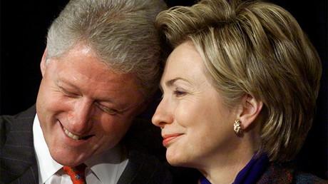 Bill et Hillary Clinton en décembre 1999, photo ©Kevin Lamarque/Reuters